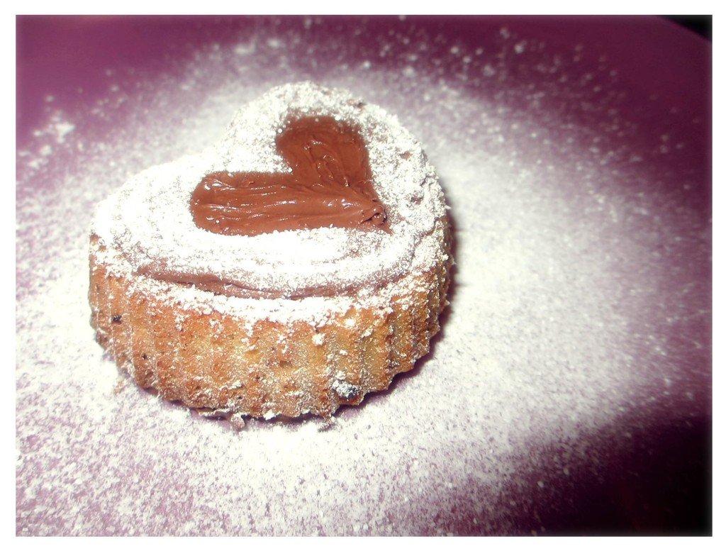 Muffin con nutella a forma di cuore decorati