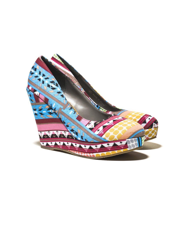Stampe, geometrie, black&white: i piedi si vestono per l'estate