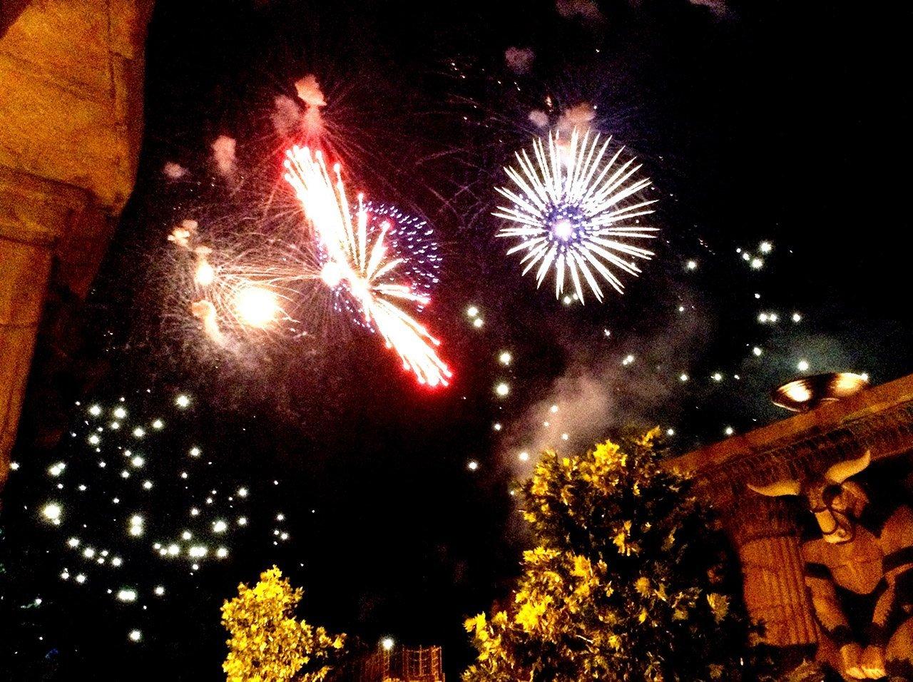 Lampi di una notte di mezz'estate: campionati di fuochi d'artificio a Rainbow