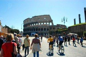 Via dei Fori e il Colosseo