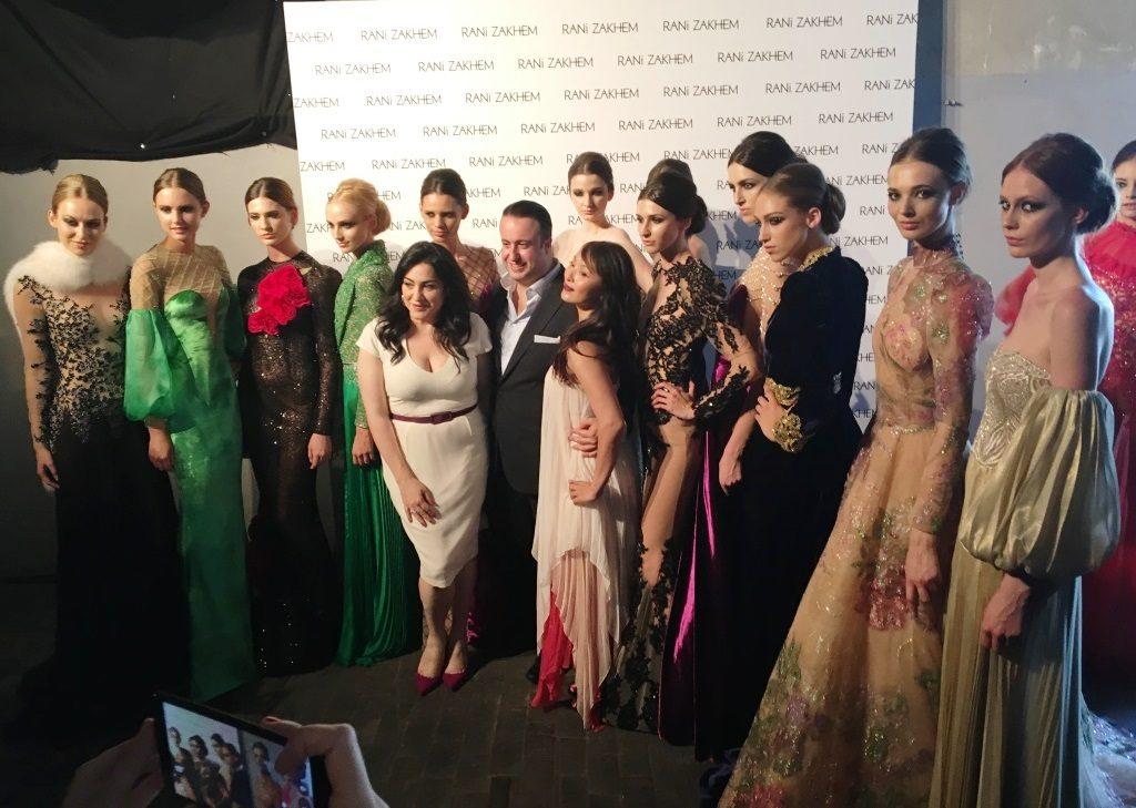 Rani Zakhem sfilata dietro le quinte gruppo