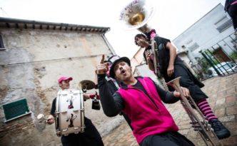 Bajocco Festival-ritmo-funk-e-punk-dei-pink-pink-puffers-drum