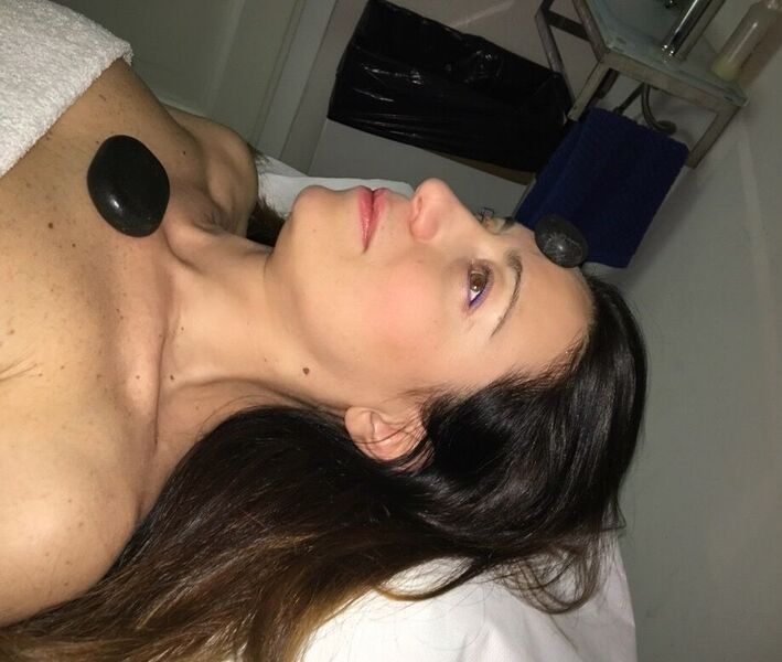 Continuiamo la depurazione con l'hot stone massage!