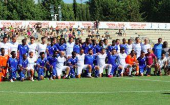 Champions #withrefugees partita liberi nantes foto di gruppo