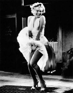 Imperdibile Marilyn palazzo degli esami scena film