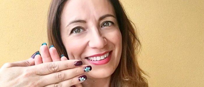 Double color nails flip manicure