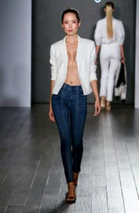 fashion week new york sfilata eva longoria jeans