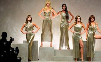 milano fashion week PE 2017 versace naomi, claudia, carla, helena, cindy copertina