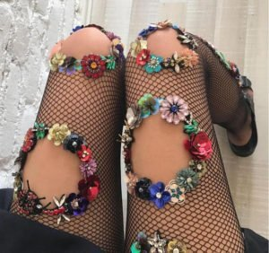 calze con applicazioni gioiello lirika matoshi buchi