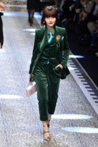 velluto velvet tendenza autunno inverno Dolce & Gabbana tailleur verde