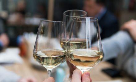 Un bicchiere di vino per staccare la spina