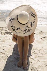 cappelli di paglia tendenza estate eugenia kim