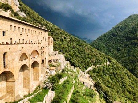 vivere l'aniene subiaco monastero san benedetto la spelonca santuario del sacro speco