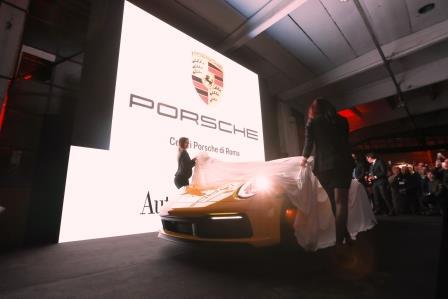 Porsche 911 gialla