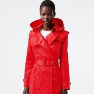 moda ambiente burberry econyl trench rosso