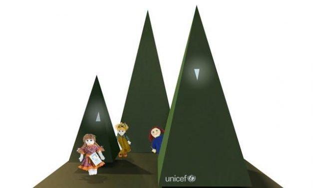 Il Natale dei 100 alberi d'autore per l'Unicef