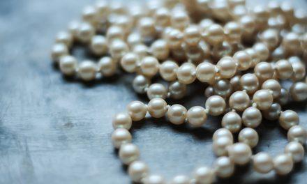 Le perle sono il must degli accessori del 2020